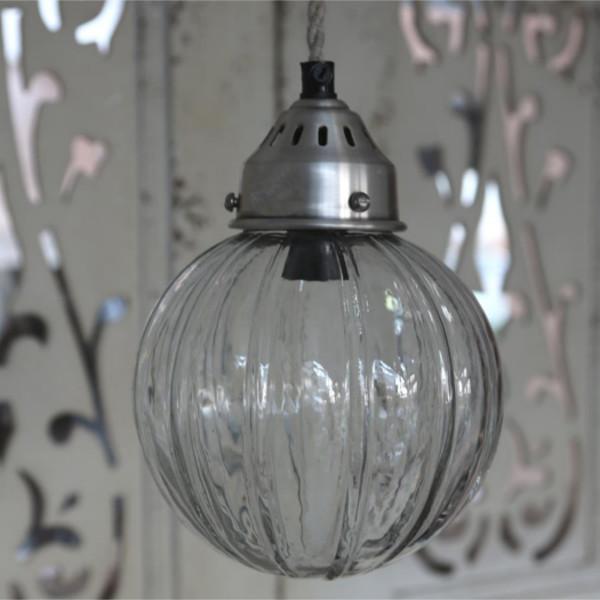 se her liten taklampe med glasskuppel i romantisk vintagestil hos louis ludvig. Black Bedroom Furniture Sets. Home Design Ideas